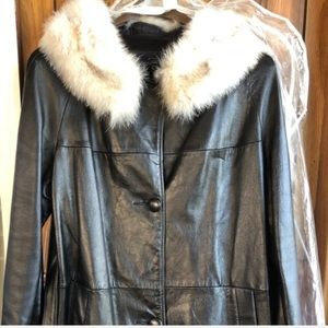 🔽 $300 VTG Golet Leather Trench w Fox Collar 14